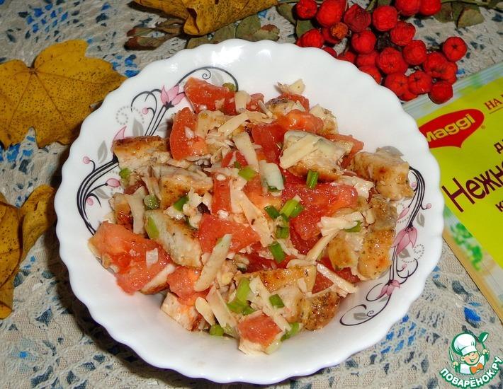 Рецепт: Куриный салат с сыром и помидором