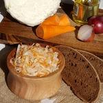 Квашеная капуста и простой салат