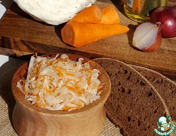 Рецепт: Квашеная капуста и простой салат