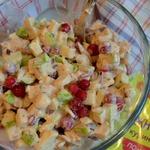 Салат с брусникой и яблоком