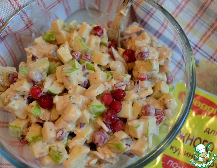 Рецепт: Салат с брусникой и яблоком
