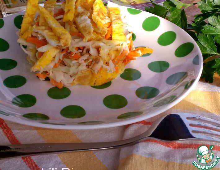 Рецепт: Салат с курицей, капустой и омлетом