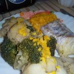 Рыба с овощами и морковным майонезом