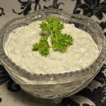 Творожный сыр с маринованным огурцом