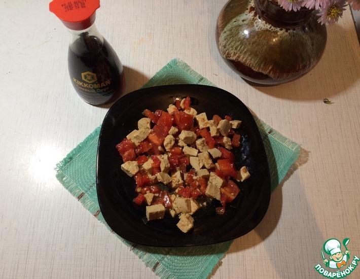 Рецепт: Салат из сыра, помидоров и перца