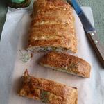 Пирог с мясом, картофелем и огурцами