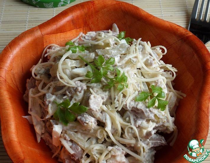 Рецепт: Салат с огурцом, печенью и сыром