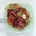 Салат с телятиной и жареным сельдереем