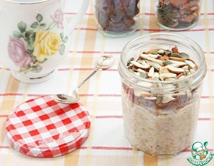 Рецепт: Ленивая орехово-финиковая овсянка