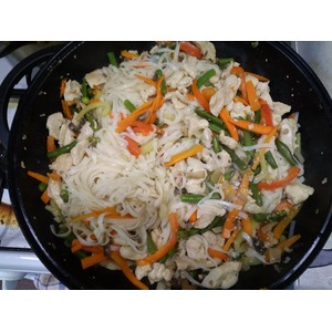 Лапша удон с курицей и овощами