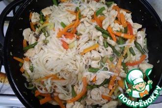 Рецепт: Лапша удон с курицей и овощами