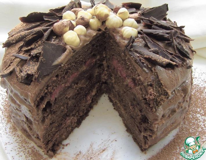 Рецепт: Шоколадный торт с орехами и клубникой