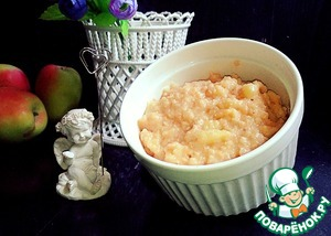 Caramel porridge with apples