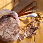 Прессованное мясо из рульки