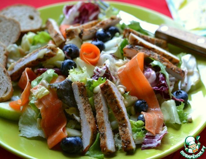 Рецепт: Салат с куриной грудкой Богатый