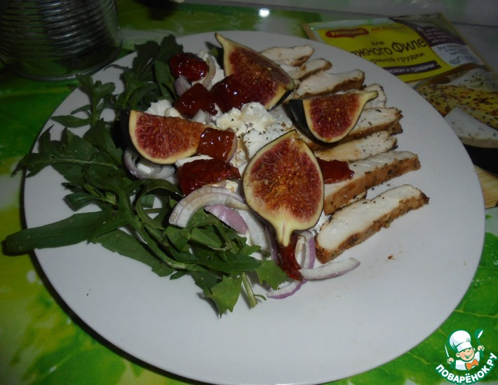 Рецепт: Салат с курицей и инжиром