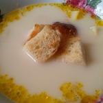 Сырный суп с чесночными сухариками
