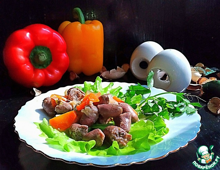 Рецепт: Куриные сердечки в огуречно-овощном соусе
