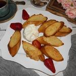 Карамелизованные тосты с медом и ягодами