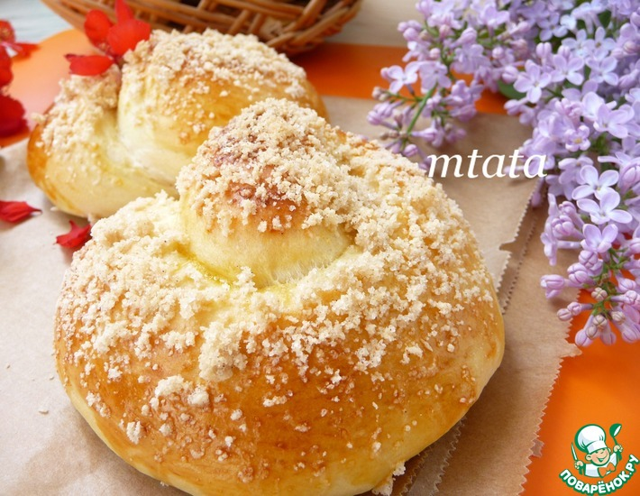 Рецепт: Сдобные булочки Ракушки с вишней