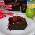 Пирожные Пористый шоколад с малиновым топпингом