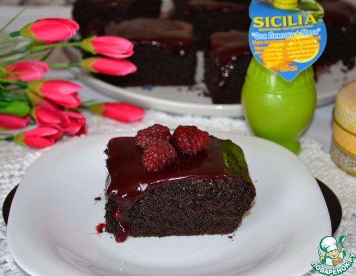 Рецепт: Пирожные Пористый шоколад с малиновым топпингом