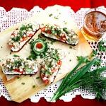 Бутерброды с творогом, сельдью и овощами