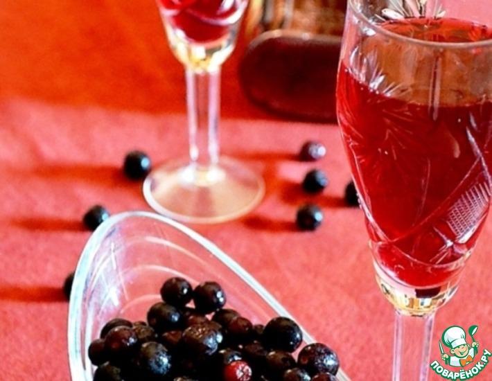 Рецепт: Ликер из черноплодной рябины Амаретто