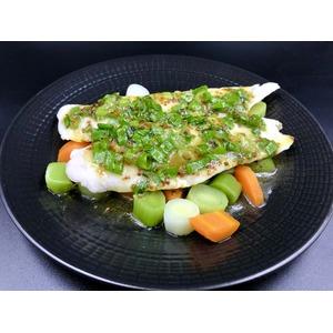 Припущенное филе хека с овощами