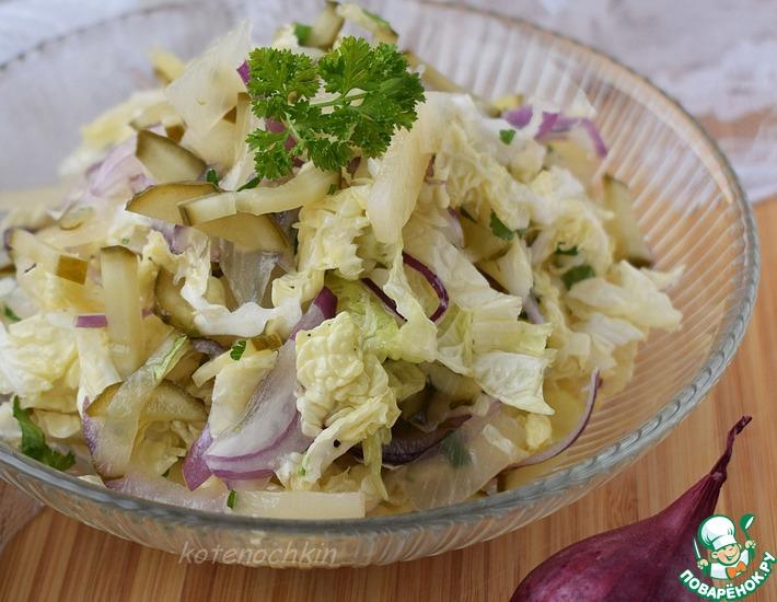 Рецепт: Салат с ананасом и маринованным огурцом