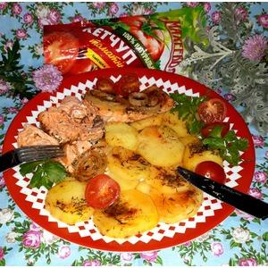 Запечённый лосось с картофелем в фольге