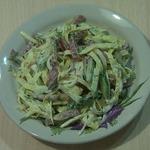 Салат с колбасой и яичными блинчиками