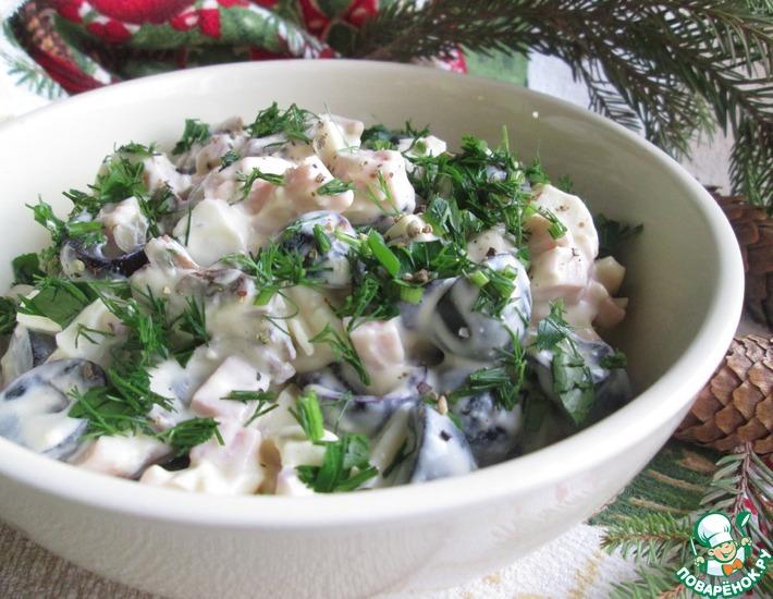 Рецепт: Яичный салат с ветчиной и виноградом