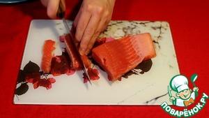 Закусочные бочонки с лососем и огурцом фото