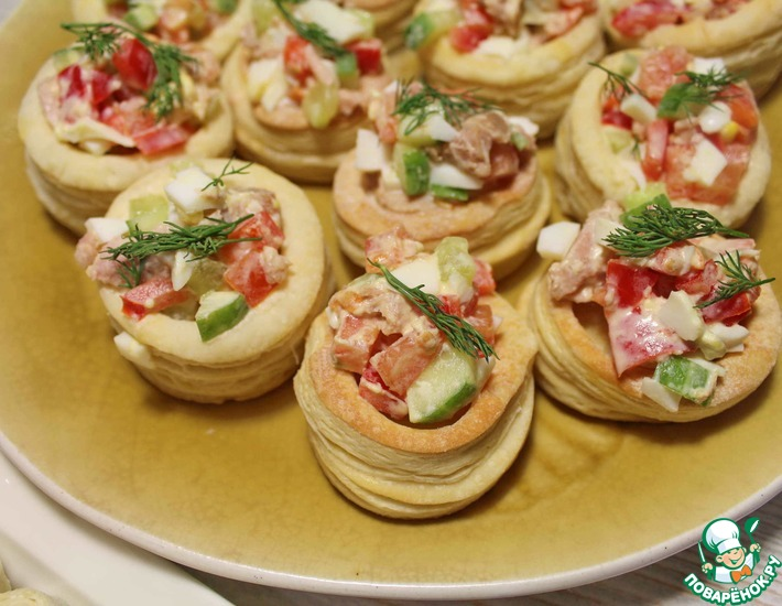 Рецепт: Волованы с салатом из тунца