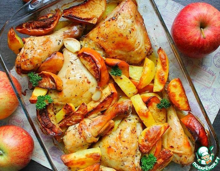 Рецепт: Запечённые окорочка с картофелем и яблоками