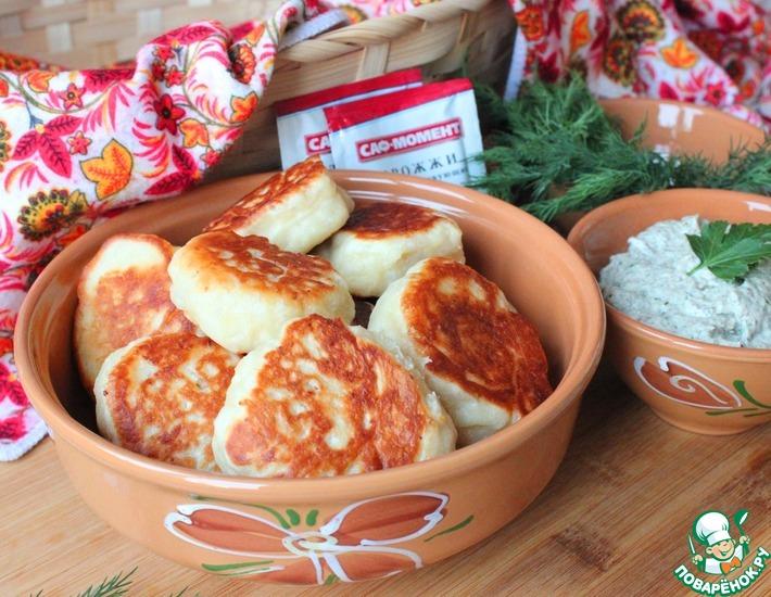 Рецепт: Пышные дрожжевые оладьи с грибным соусом