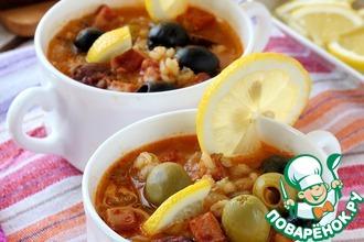 Рецепт: Суп солянка с копченостями и перловкой
