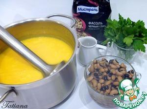 Готовые овощи пробейте погружным блендером, влейте сливки, суп прогрейте на маленьком нагреве, добавьте готовую фасоль (без жидкости) и рубленную петрушку.