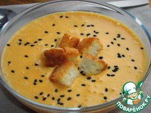 Разлить суп в тарелки, посыпать черным кунжутом, выложить гренки.      Приятного аппетита!