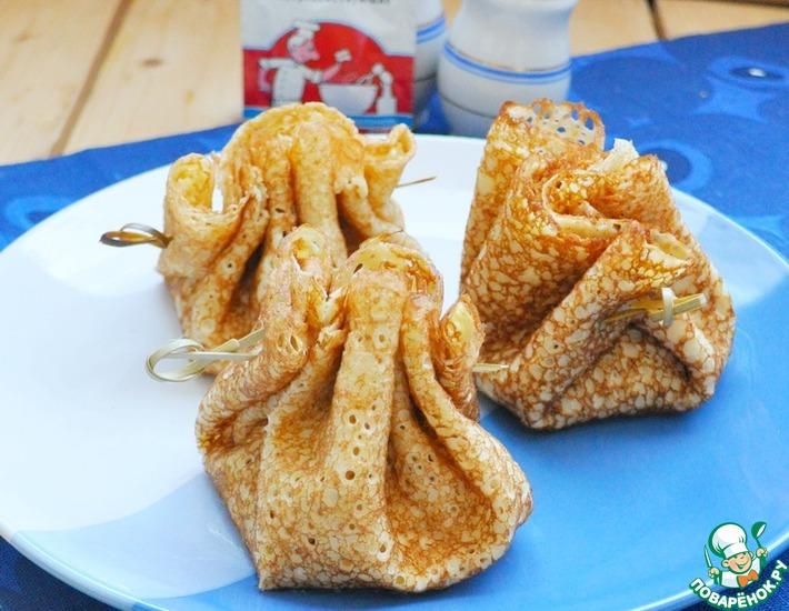 Рецепт: Блинные мешочки с кальмаром по-строгановски