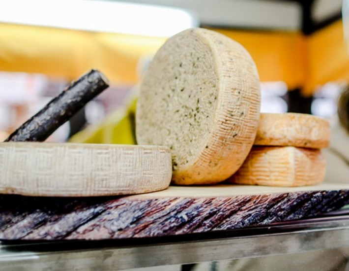 На фестивале Мос/Еда! сыровары из российских регионов устроят распродажу фермерского сыра