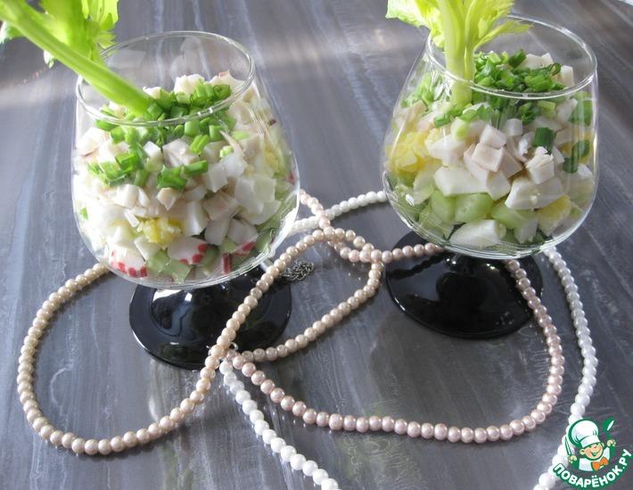 Рецепт: Салат с кальмарами Освежающий