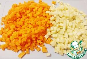 Морковь и корень сельдерея нарезать мелкими кубиками.