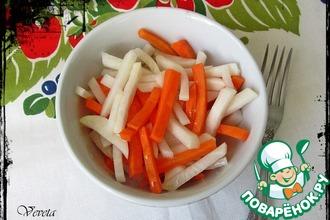 Рецепт: Дайкон и морковь в маринаде