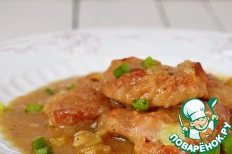 Рецепт: Свинина, тушенная с яблоками и луком
