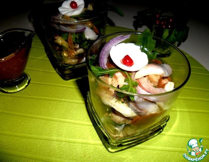 Рецепт: Салат из сельди под фруктовым соусом