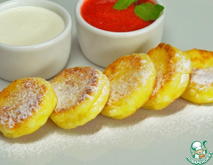 Рецепт: Нежные сырники с клубничным соусом