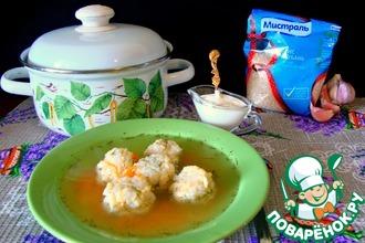 Рецепт: Куриный суп с рисово-сырными клецками