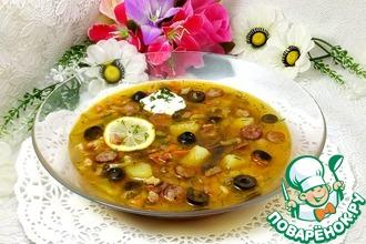 Рецепт: Суп-солянка с грибами и копченостями